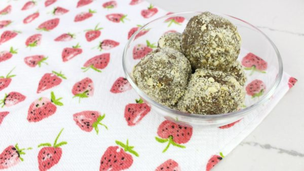 Quick and easy cranberry matcha coconut energy balls, energy bites, snack balls, snack bites, protein balls, protein bites